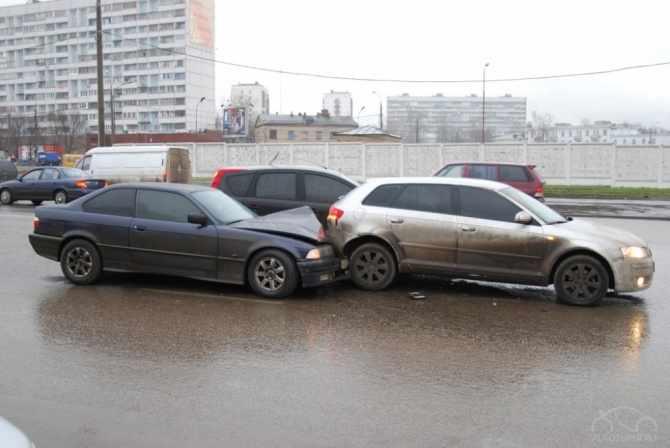 Два автомобиля получили деформации при дтп