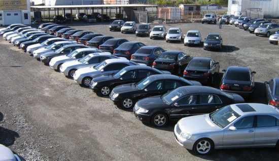 Стоянка с автомобилями